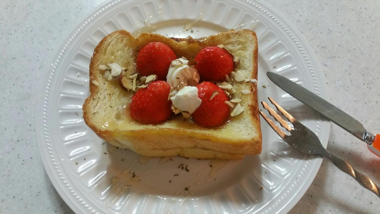 딸기토스트