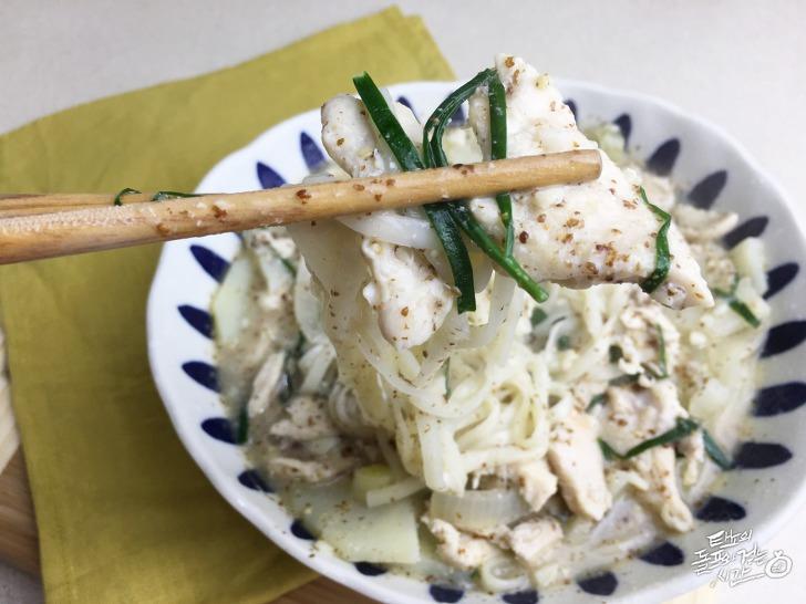 닭칼국수 닭요리 닭고기 칼국수 들깨칼국수 들깨요리 부추 겨울별미 보양식